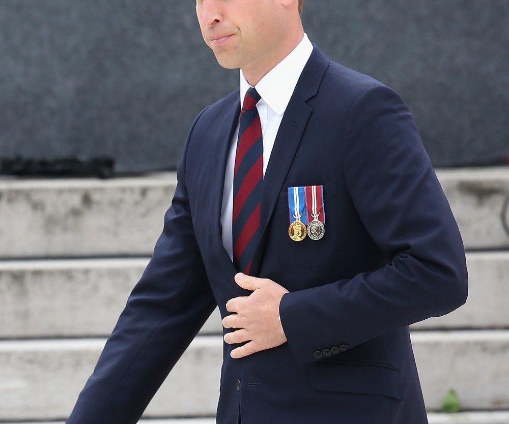 Prinz William wird wieder Hubschrauberpilot