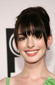 Anne Hathaway mit Pony Frisur