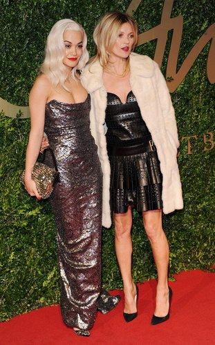 Kate Moss mit Rira Ora