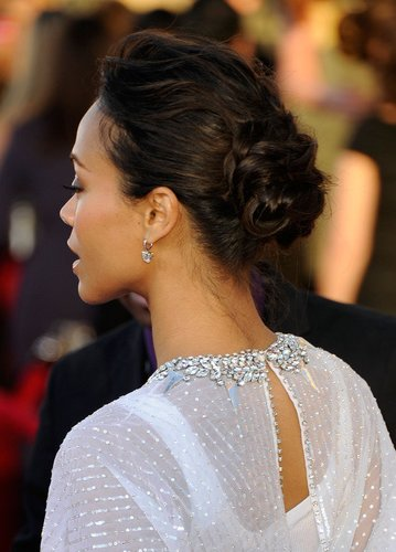 Zoe Saldana mit Haarknoten