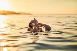 im offenen Meer schwimmen