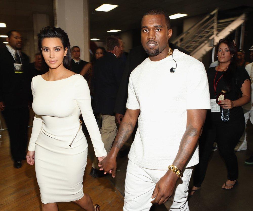 Kanye West schenkt Kim Kardashian ein paar Burgerläden