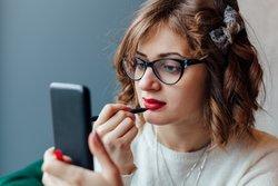 Frisuren Fur Brillentrager Gar Nicht So Haarig Desired De