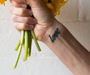 Tattoo Auf Dem Handrücken Schmerzen Und Motive Desiredde