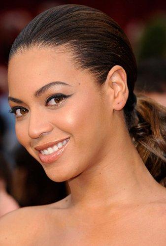 Beyonce Knowles mit Zopf