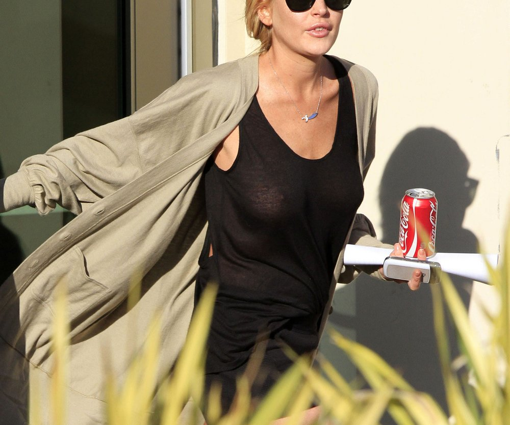 Lindsay Lohan: Ohne BH ins Frauen-Center!