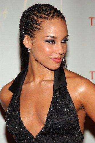 Alicia Keys mit trendigen Cornrows