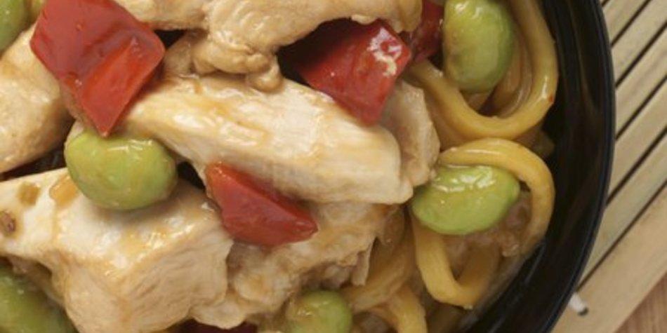Gebratene Nudeln mit Hühnchen