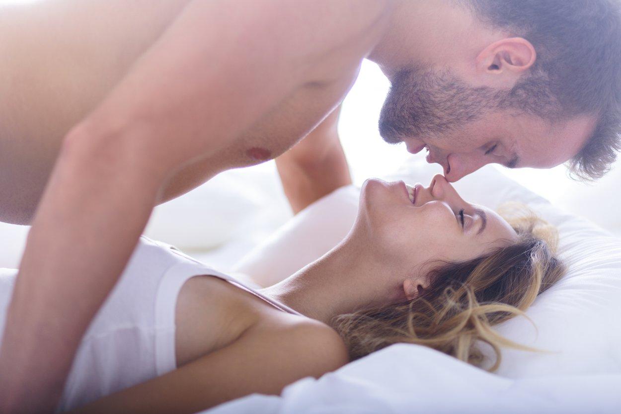 Wir verraten Dir, wie Du mit Sex am Morgen Deinen Tag perfekt einläutest.
