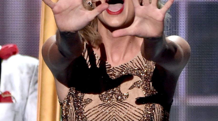 Taylor Swift singt bei der Thanksgiving Parade
