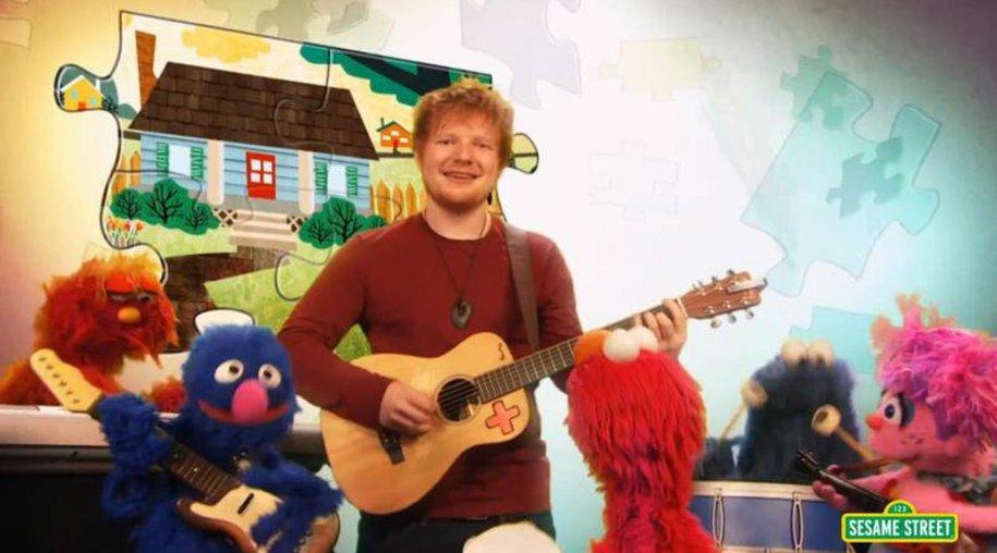 Ed Sheeran singt in der Sesamstraße von unterschiedlichen Welten