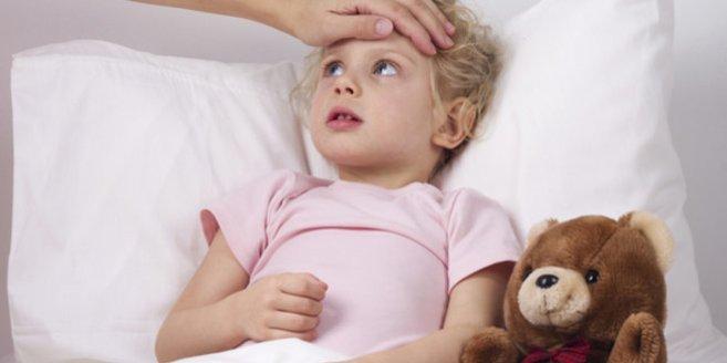 Blinddarmentzündung: Kind im Bett