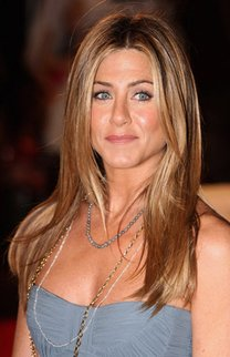 Jennifer Aniston mit fransigem Stufenschnitt