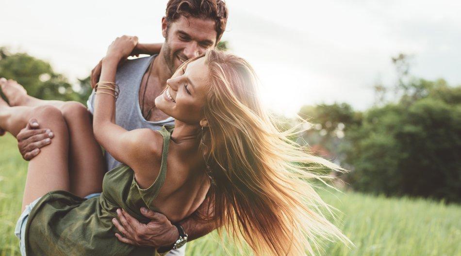 Paare, die gemeinsam reisen
