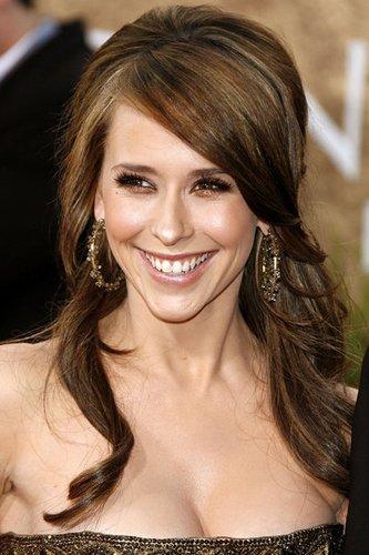 Jennifer Love Hewitt: Wellige Haare mit Strähnchen