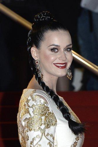 Katy Perry mit geflochtenem Zopf