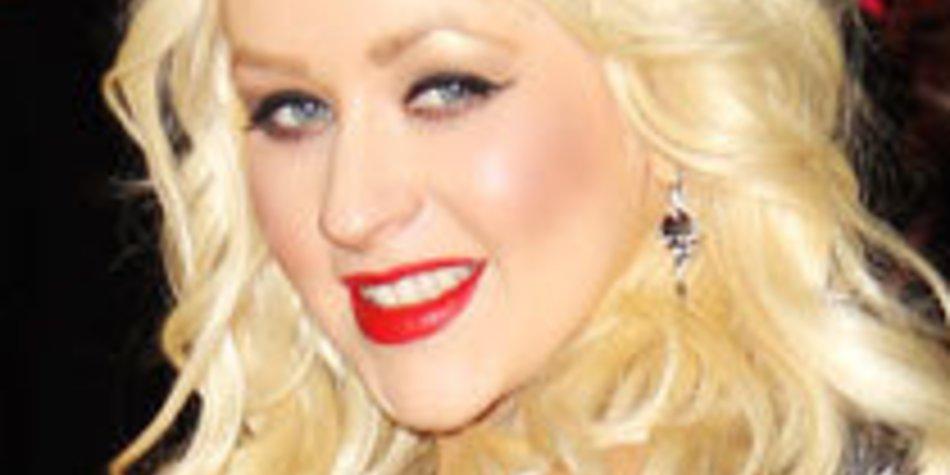 Christina Aguilera turtelt auf dem Weihnachtsmarkt!