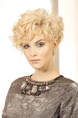 Lockenpracht: blond gefärbt