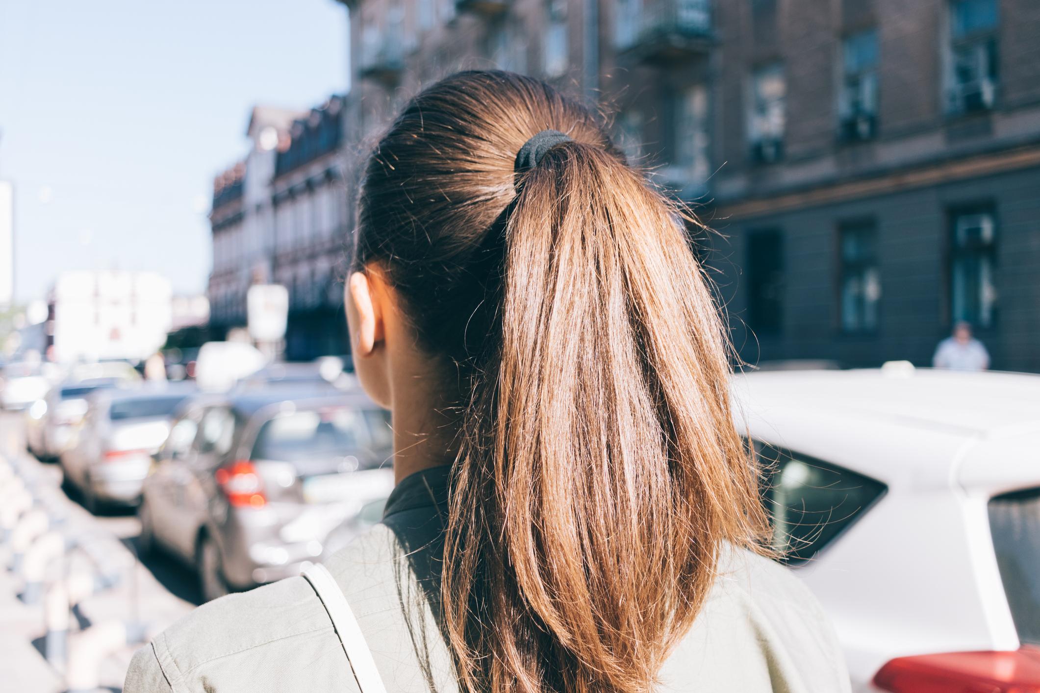 Diese 4 Frisuren Machen Deine Haare Kaputt Desiredde