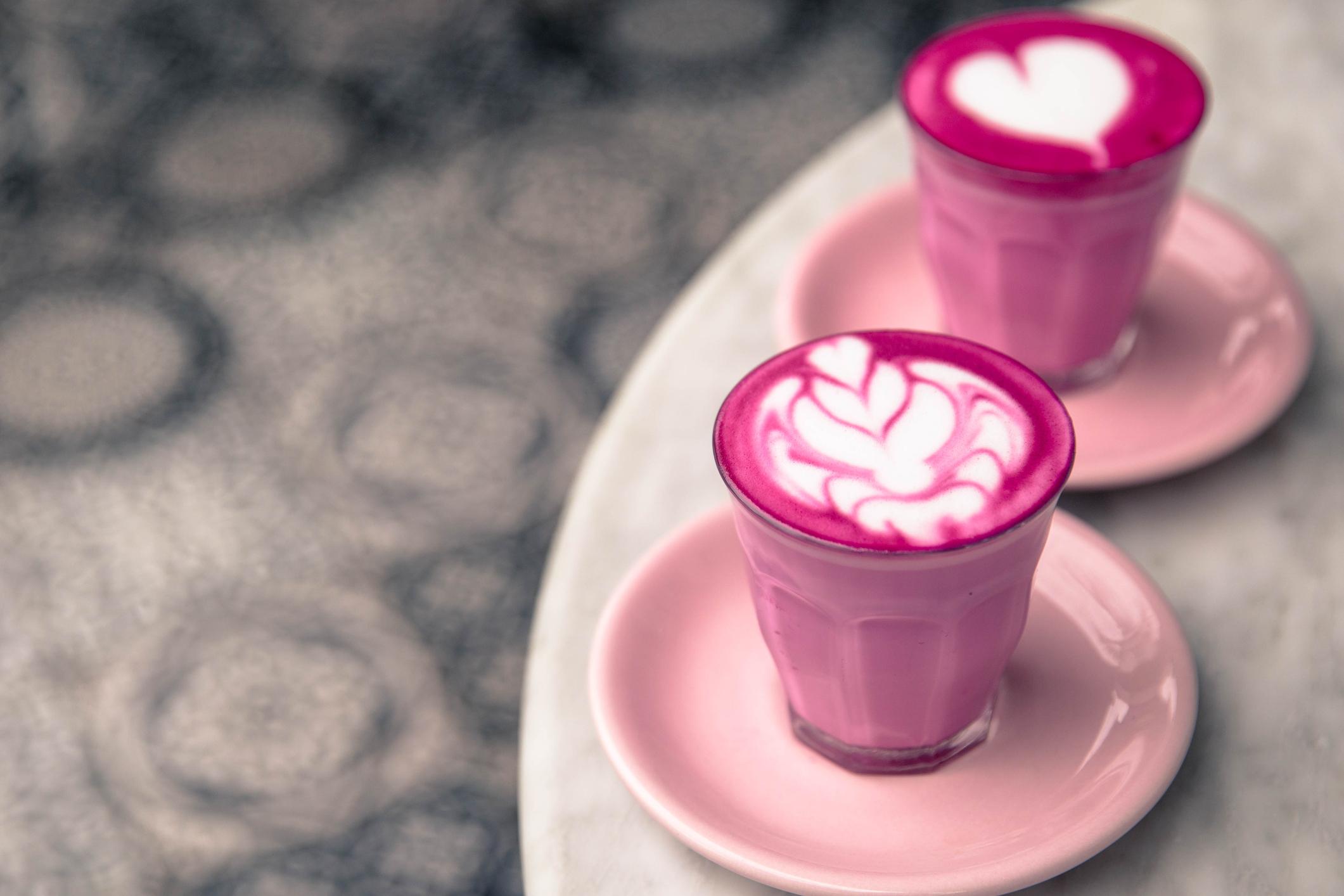 Pink Latte aus Rote Beete Schmeckt das wirklich
