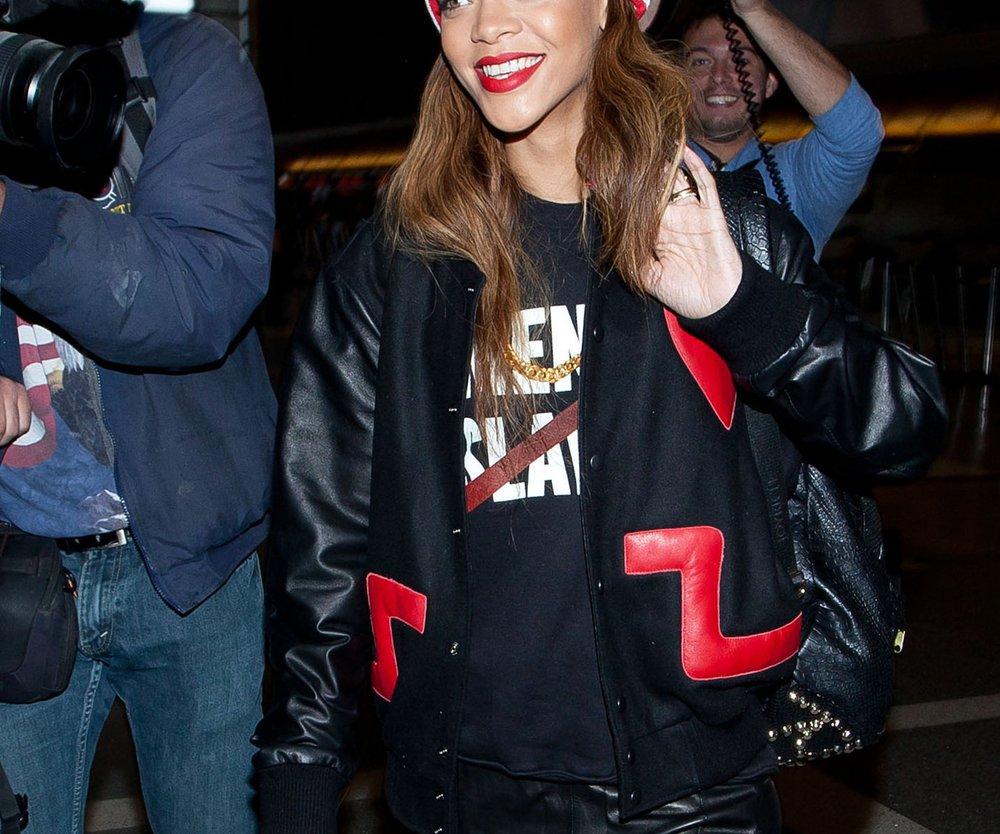 Rihanna entwirft ihren eigenen Lippenstift