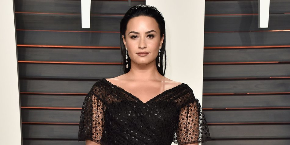 BEVERLY HILLS, CA - FEBRUARY 28: Recording artist Demi Lovato attends the 2016 Vanity Fair Oscar Party Hosted By Graydon Carter at the Wallis Annenberg Center for the Performing Arts on February 28, 2016 in Beverly Hills, California. (Photo by Pascal Le Segretain/Getty Images)