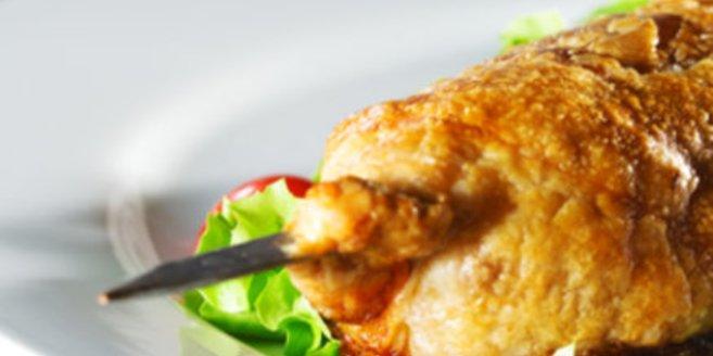 Fleischspieß und Gemüse gegen Eisenmangel.