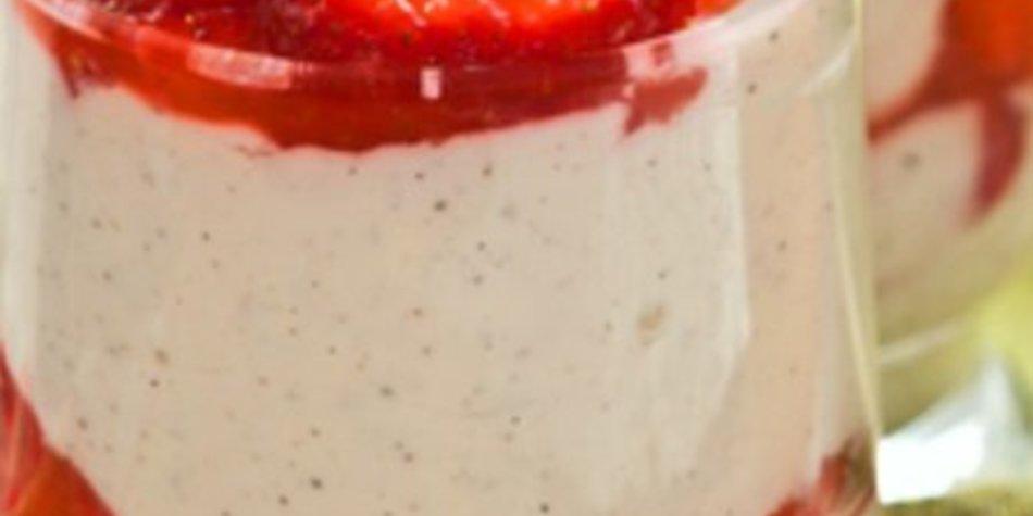 Mascarpone Dessert mit Erdbeeren und Schuss