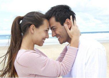 Frisch verliebt: So unterschiedlich reagieren Männer und Frauen
