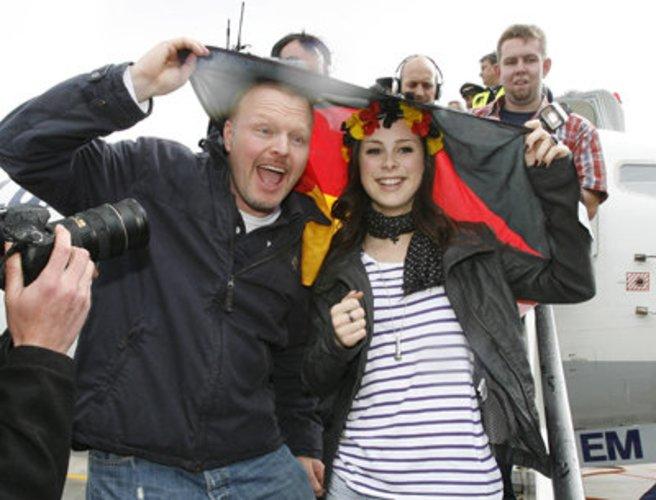 Moderator Stefan Raab ist glücklich über den Grand Prix-Sieg