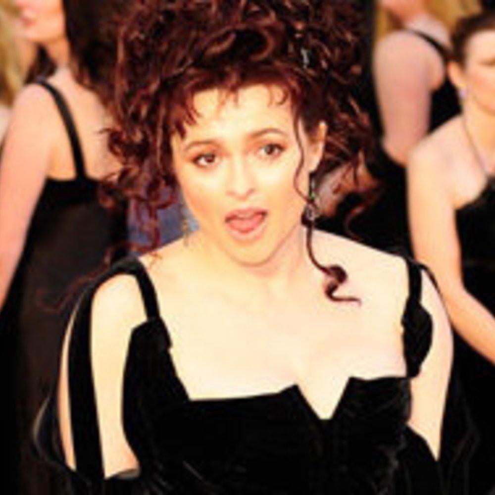 Helena Bonham Carter zeigt Flagge
