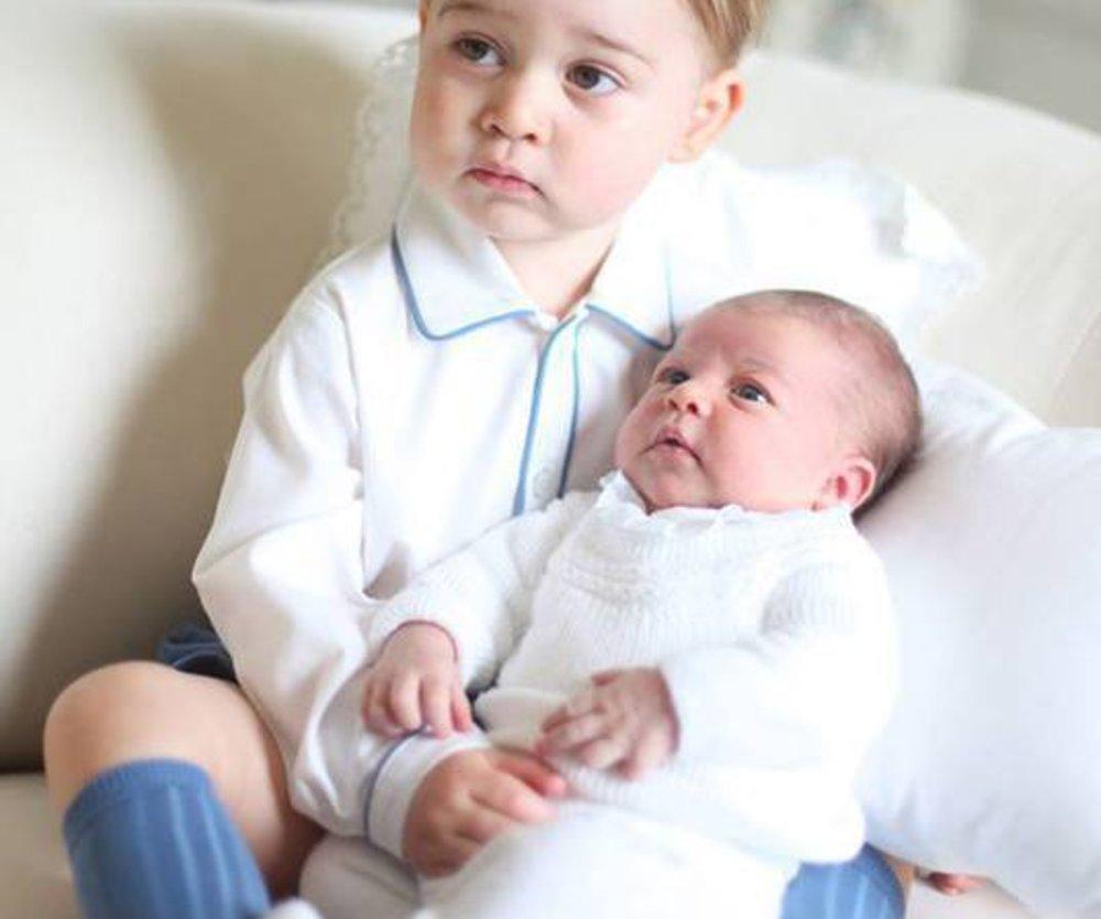 Prinz George mit Prinzessin Charlotte