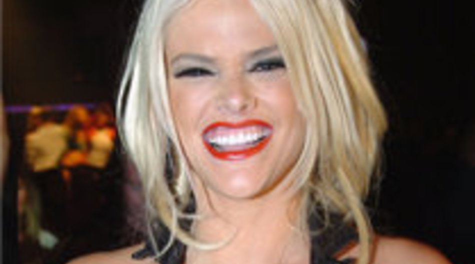 Anna Nicole Smith: Kontaktaufnahme