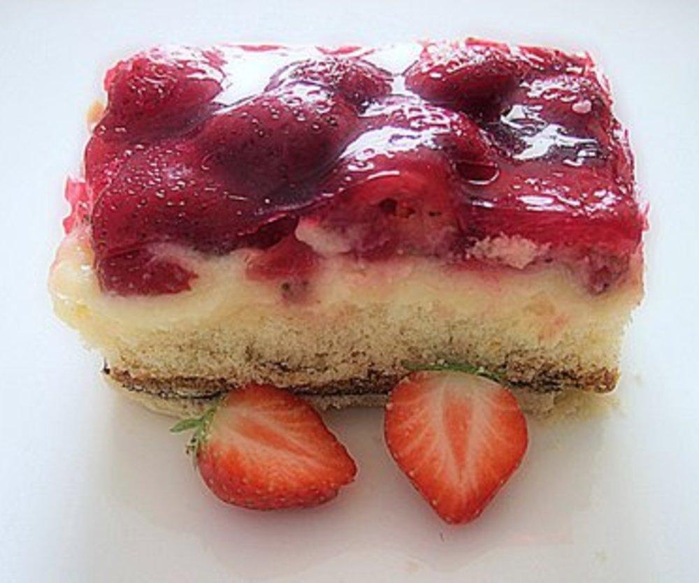 Erdbeer Pudding Kuchen mit Schuss