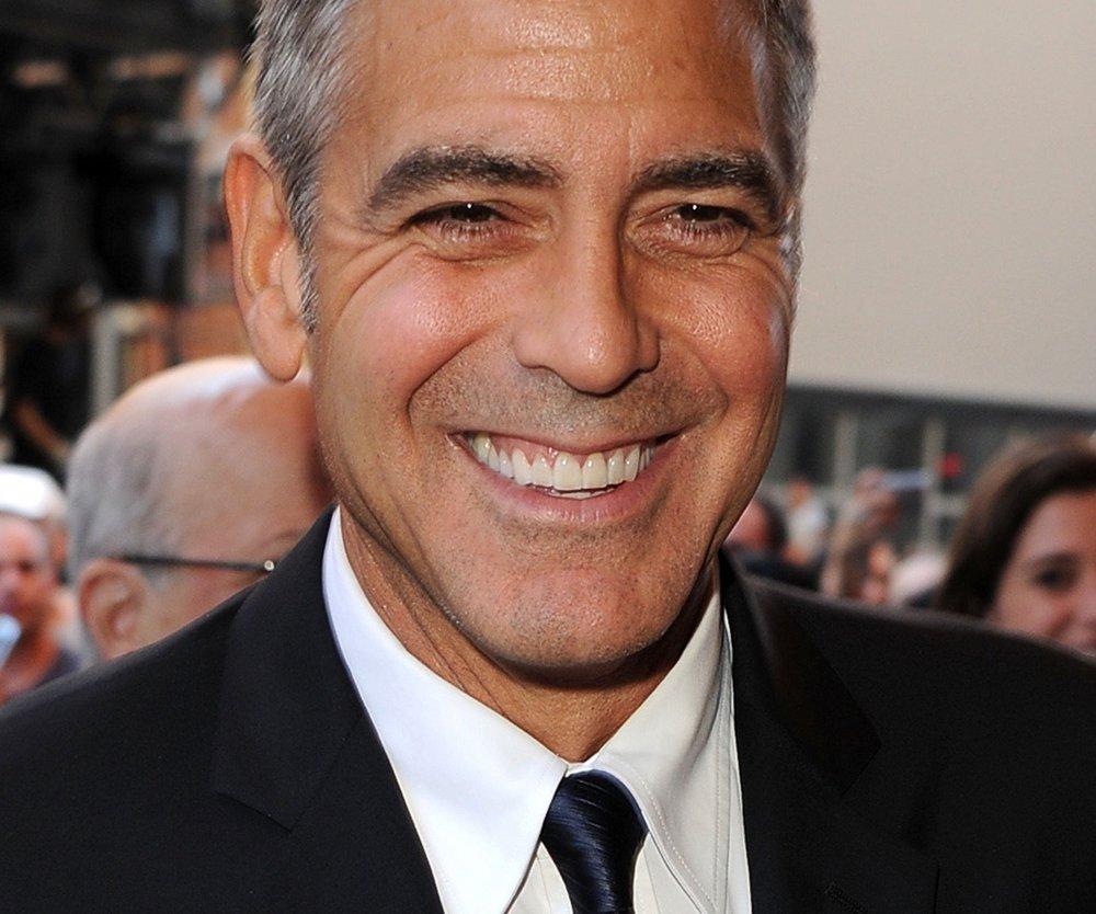 George Clooney präsentiert neue Freundin