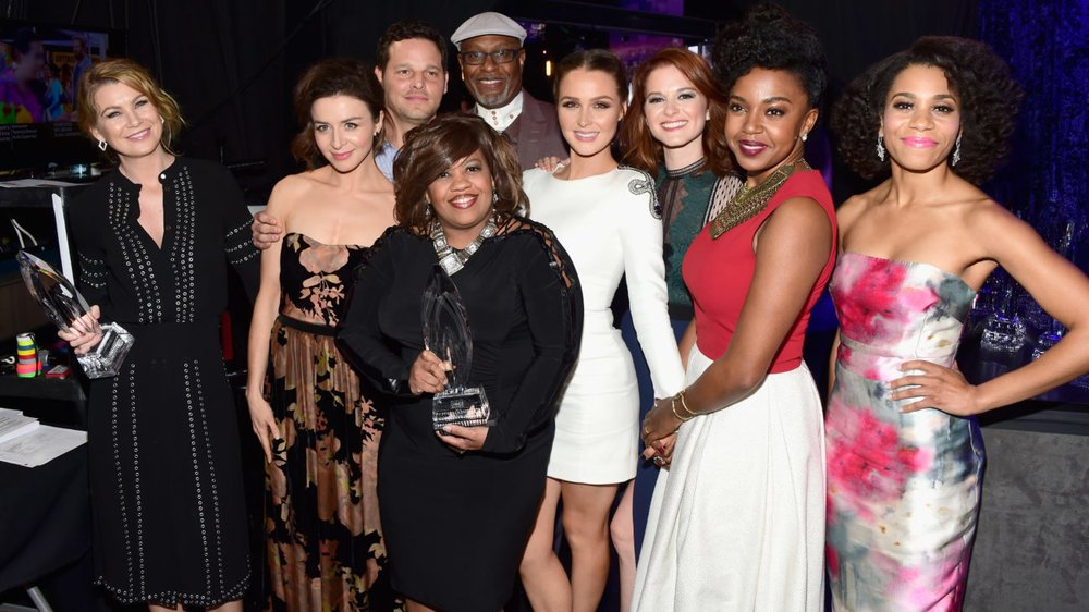 LOS ANGELES, CA - JANUARY 06: (L-R) Actors Ellen Pompeo, Caterina Scorsone, Justin Chambers, Chandra Wilson, James Pickens, Jr., Camilla Luddington, Sarah Drew, Jerrika Hinton and Kelly McCreary winners of Favorite Network TV Drama for 'Grey's Anatomy' pose backstage the People's Choice Awards 2016 at Microsoft Theater on January 6, 2016 in Los Angeles, California. (Photo by Frazer Harrison/Getty Images for The People's Choice Awards)