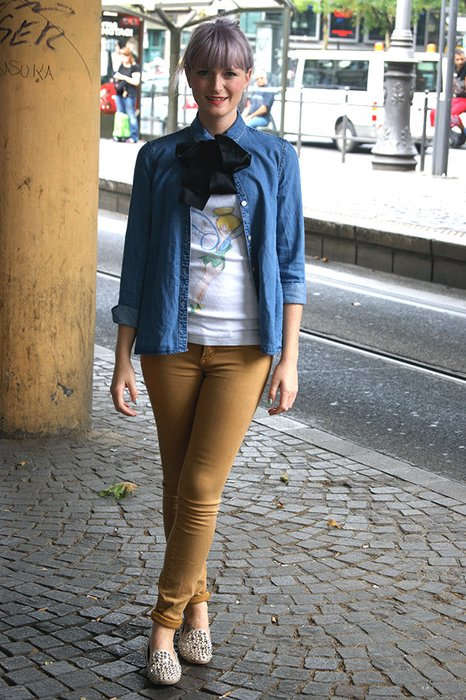 CHristina aus Köln mit lila Haaren