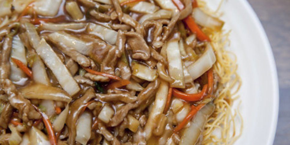 Gebratene Nudeln mit Hühnerfleisch