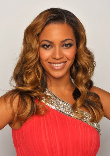 Beyonce Knowles mit blonden Wellen