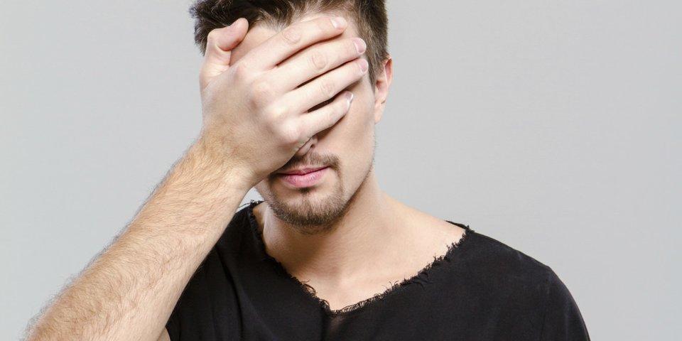 Schüchterner interesse wie mann zeigt ein Wie zeigt