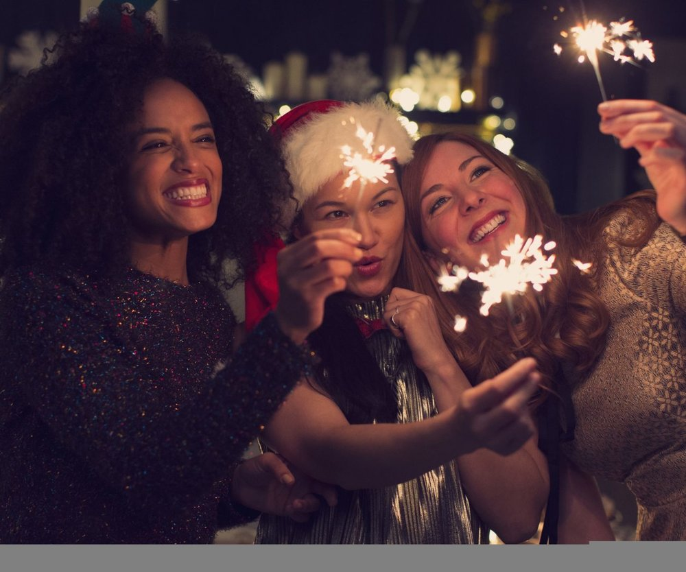 neu_Young_women_with_sparklers-1900x1056