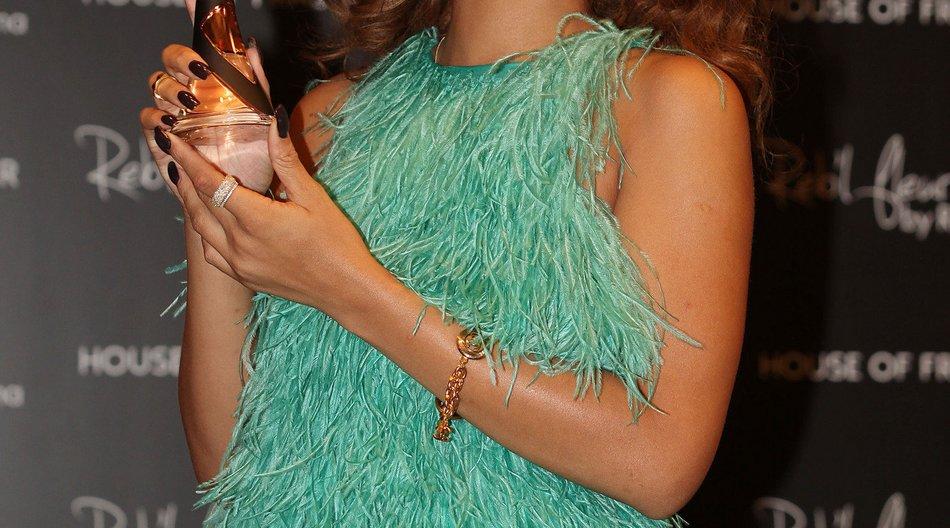 Rihanna schockiert in grünem Fummel