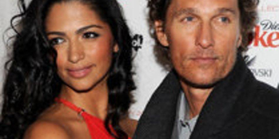 Matthew McConaughey: Freundin wandert in Sandalen!