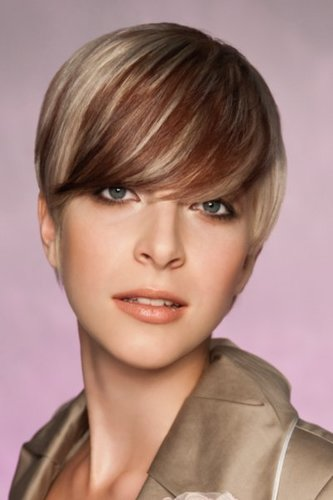 Pixie Cut im zweifarbigen Sleek Look