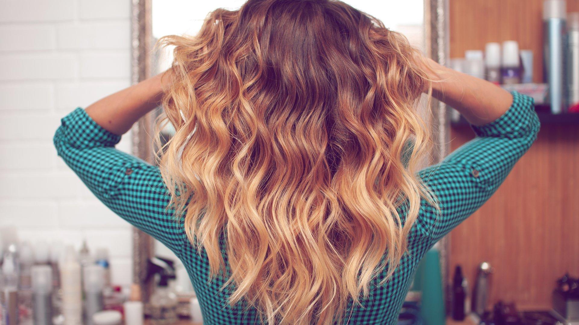 Dunkle haare strähnen blonde Dunkel Blonde