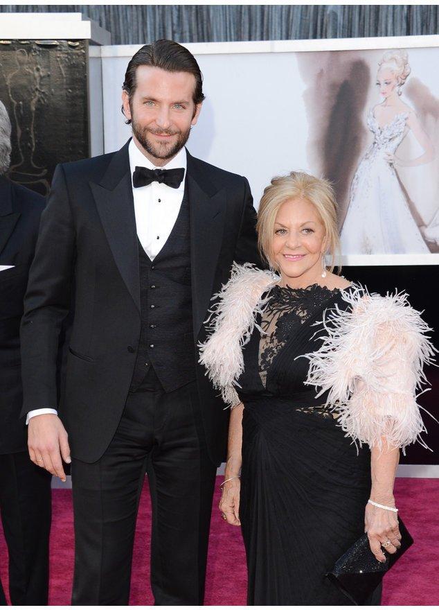 Bradley Cooper verbringt Zeit mit seiner Mama.