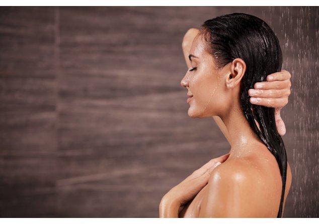 Tägliches Haare waschen mit dem richtigen Shampoo