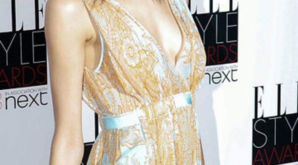 Supermodel Kendra Spears hat sich mit Prinz Rahim Aga Khan verlobt.