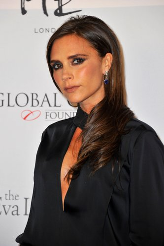 Victoria Beckham: Sleek Look mit eingedrehten Spitzen