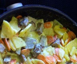 Kartoffel-Möhren Pfanne mit Frikadellenstückchen